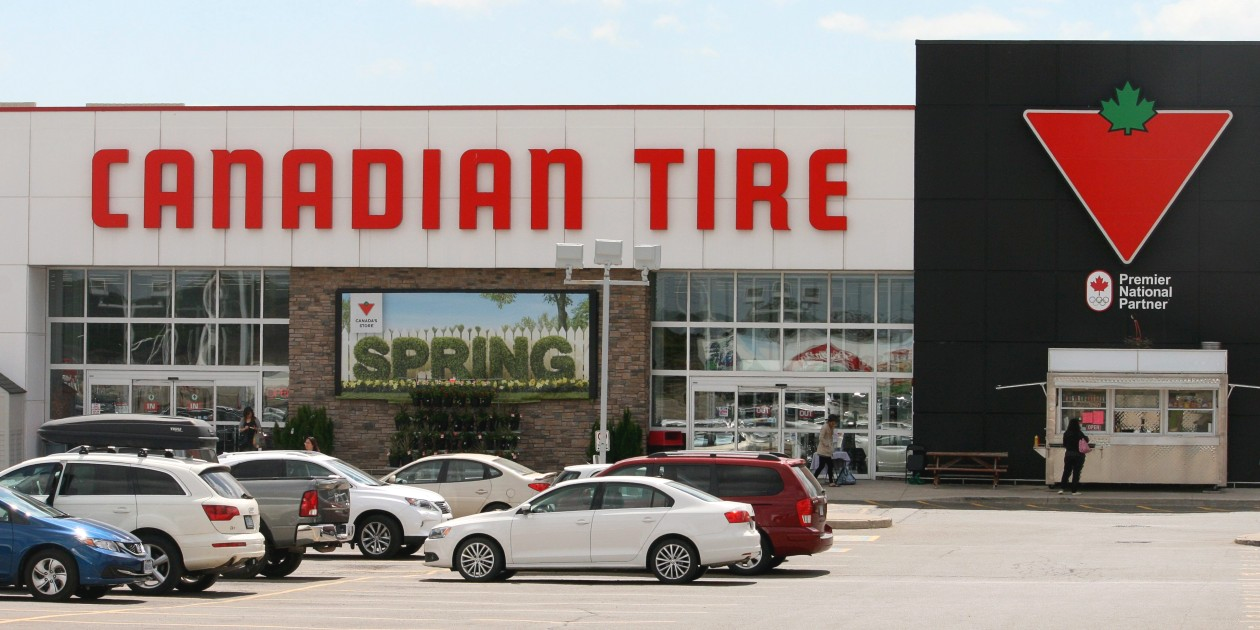 Storefront of Canadian Tire.